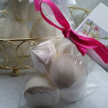 14 bath bombs 1 oz each (Coconut Vanilla) gift bag bath fizzies, great for kids...these smell delicious