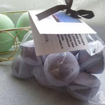 14 bath bombs 1 oz each (Beneath The Stars) gift bag bath fizzies, great for dry skin, shea, cocoa, 7 ultra rich oils