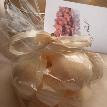 3 bath bombs 5 oz each (Honey Almond) gift bag bath fizzies, perfect for dry skin