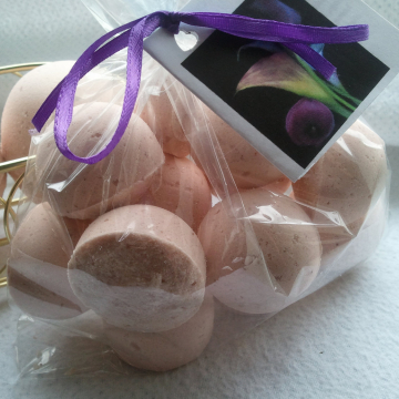 14 bath bombs in Amber Patchouli fragrance, gift bag bath fizzies, great for dry skin
