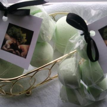 14 bath bombs 1 oz each (Bonsai) gift bag bath fizzies, great for dry skin, minimum oil (almond oil)